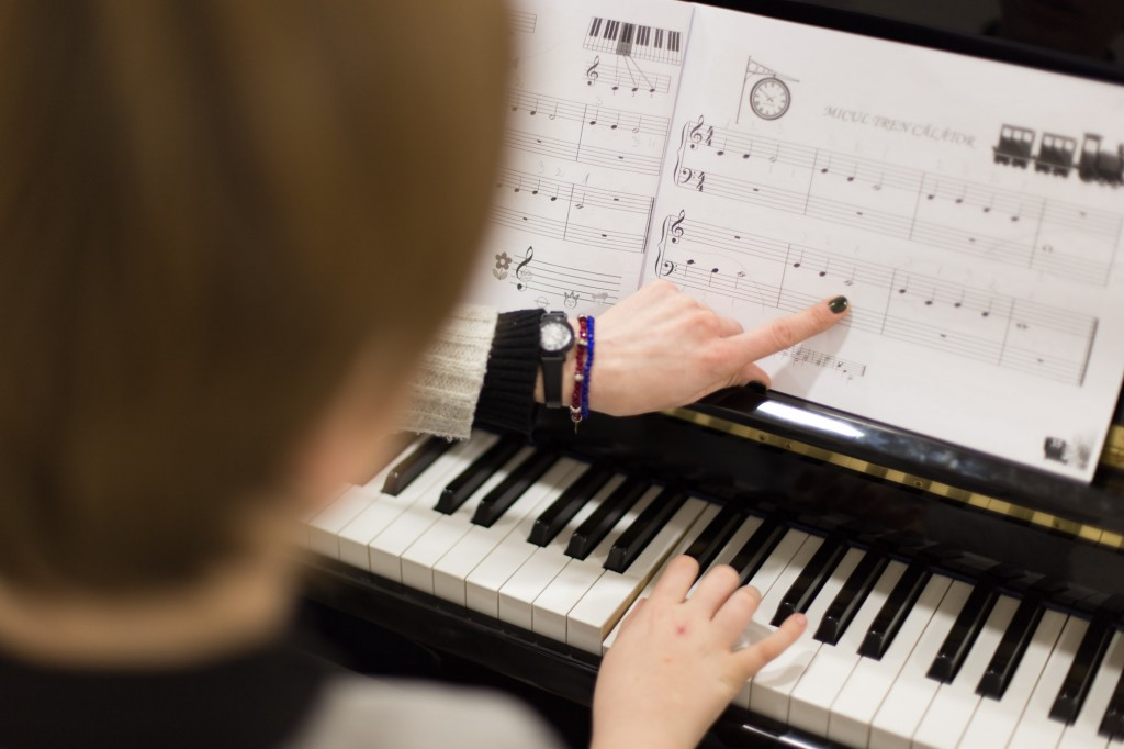 """Impartición clases de música en el colegio de educación especial """"Squema"""""""
