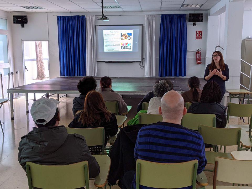 Charlas #DigitalizaTEA en aula CyL del CEIP Torrefiel