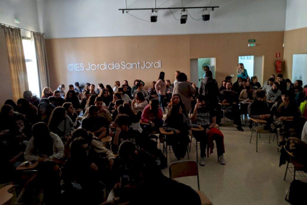 """Proyección de nuestro documental """"Quiero ser cebra"""" en Instituto de Educación Secundaria Jordi de San Jordi de Valencia"""